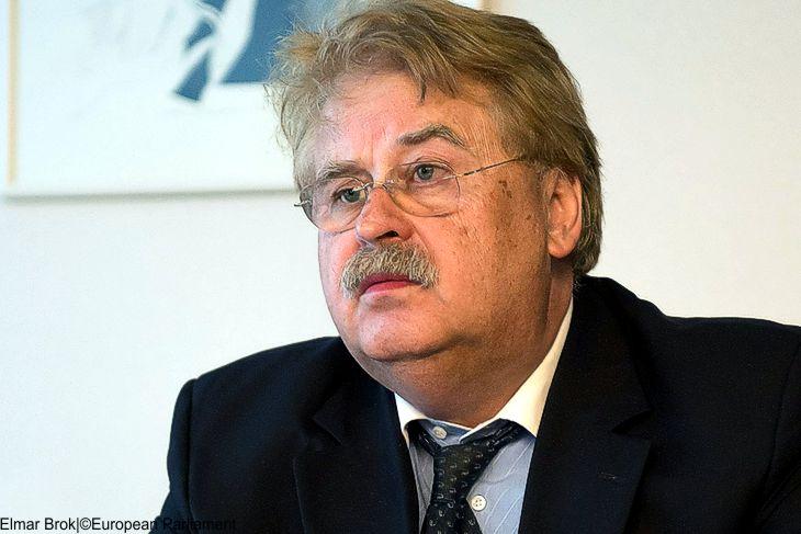 EU-Außenpolitiker Brok warnt vor Trump als US-Präsidentschaftskandidat