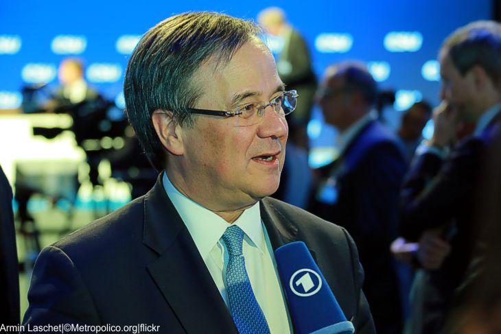 Armin Laschet lenkt ein | Neue Hoffnung für das Sozialticket