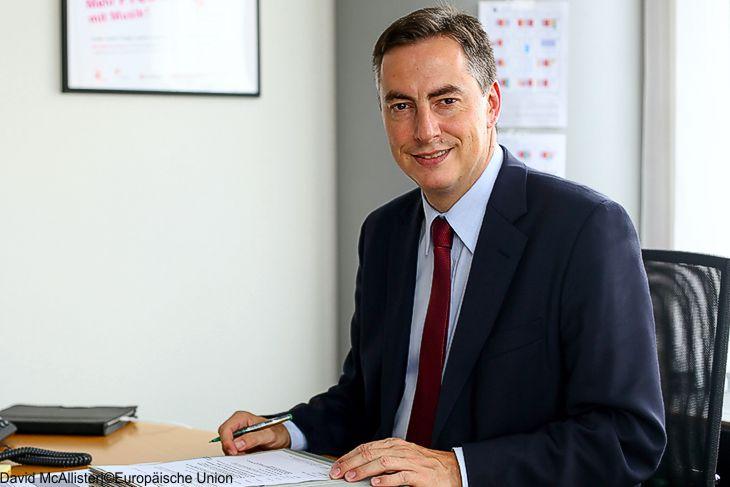 May unterzeichnet den Antrag zum Austritt aus der EU
